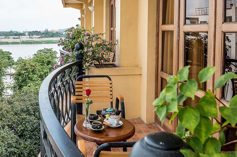 DLX (Balcony)