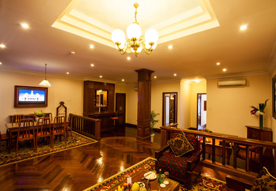 COLONIAL PRESIDENT SUITE