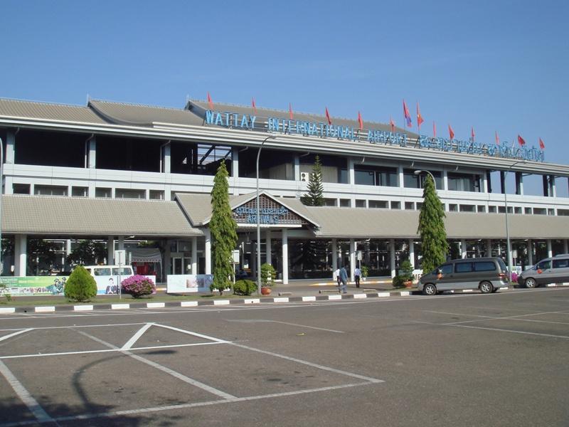 ビエンチャン市内から国境を越えウドンタニ空港へ