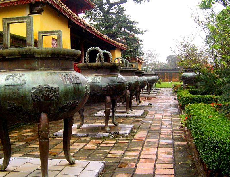 半日:フエ郊外3大帝廟巡り(カイデイン帝廟、ミンマン帝廟、トゥドゥック帝廟)昼食無