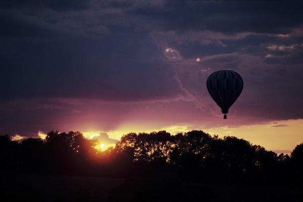 半日:気球からアンコールワット遺跡観賞(滞空時間10分)天候によりご搭乗できない場合がございますことを事前にご説明くださいませ。その場合は気球代20$/PAXを直接お客様へご返金いたします。