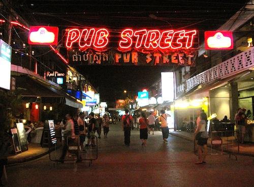 夜:パブストリート&ナイトマーケットとフットマッサージ(フットマッサージ30分/夕食付)