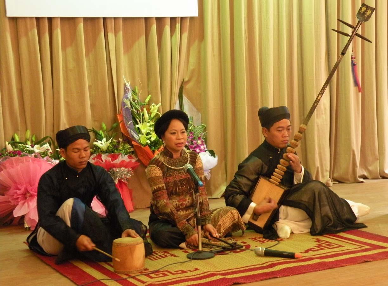 ユネスコ無形文化遺産の伝統芸能カー・チュー観賞と夕食(屋台風ベトナム料理/ベトナムコーヒー付)※火曜日・木曜日・土曜日のみの上演となります。