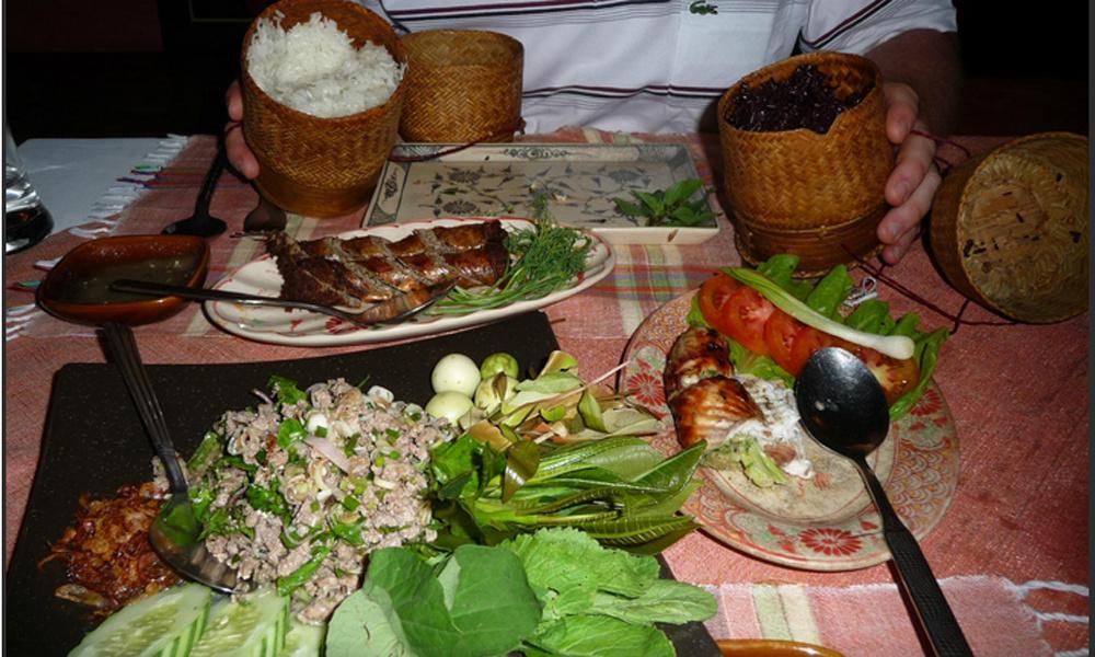 昼食:AMPHONE アムポーンレストラン(ラオス料理)