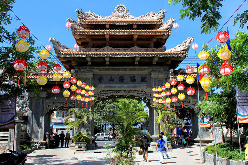 一日:ニャチャン市内観光&泥温泉満喫ツアー(昼食付)