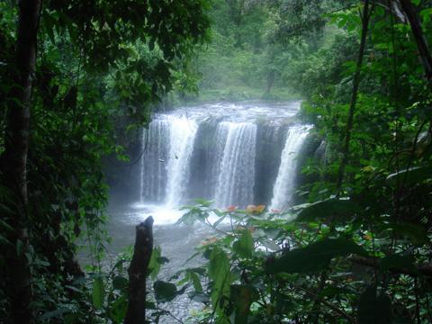 半日:滝観光(タートユーアン、タートファーン)