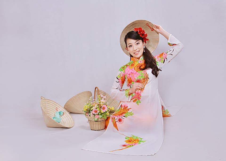 撮影スタジオでアオザイ写真(アオザイ2着の写真撮影、写真10枚+アルバムプレゼント+1CD)