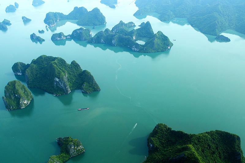 一日:水上飛行機利用ハロン湾ツアー(日本語ガイドのご案内付)