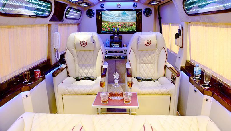 一日:VIP車で行く!大河メコンデルタクルーズ(ベンチェー) 昼食:メコン郷土料理(皇太子さまメニュー)