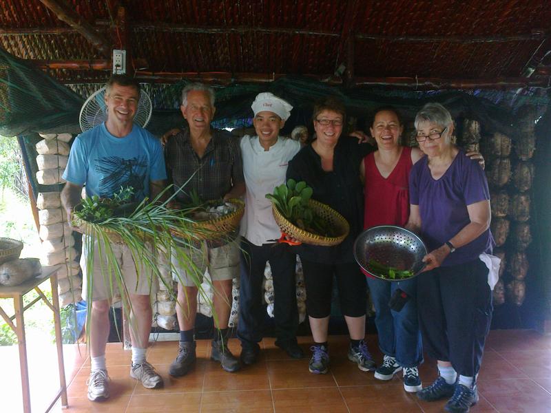 農家の生活を体験!クチ農業村で農業体験&オーガニック料理教室