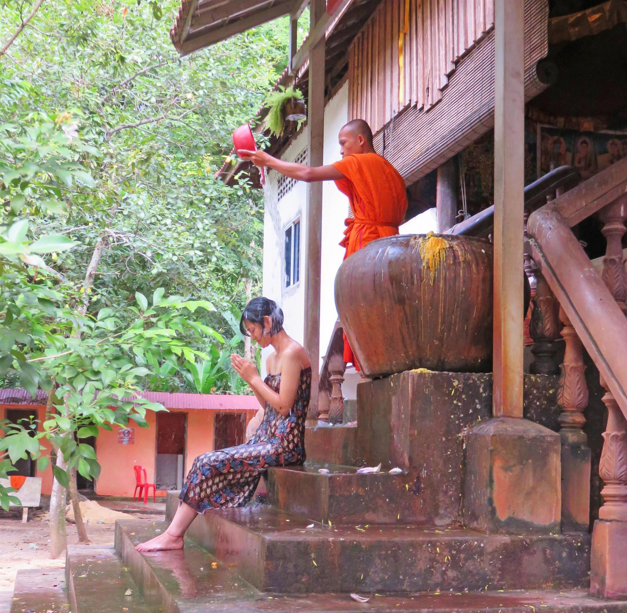 TUKTUK 僧侶による水かけ厄払い(ガイド有り)