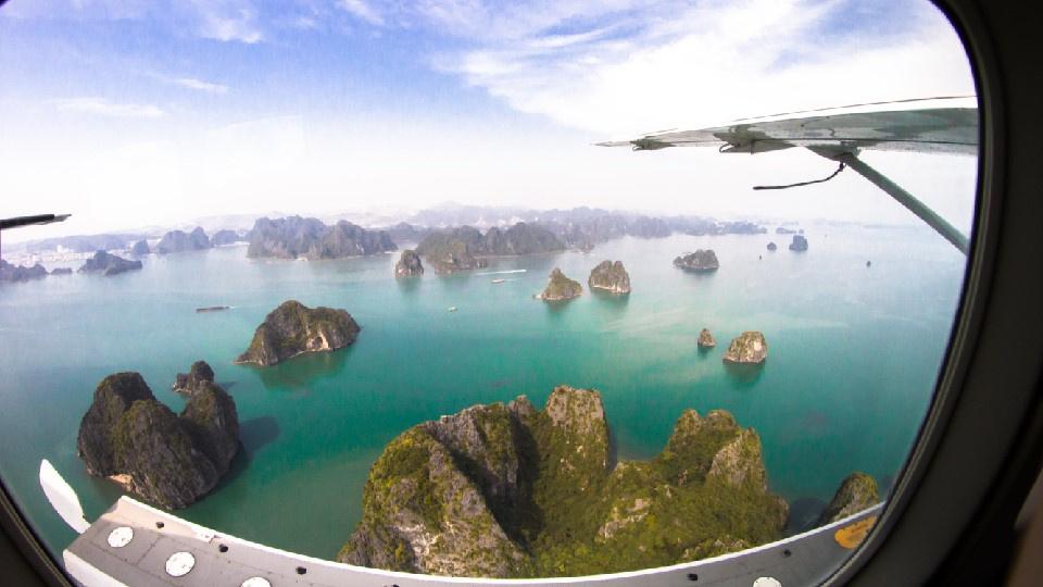 空と海から楽しむ!世界遺産ハロン湾遊覧飛行付きハロン湾クルーズツアー(昼食付)※往復高速道路利用 ※クルーズ船は混乗となります。※昼食の際は他のお客様とご一緒に食事する可能性がございます。