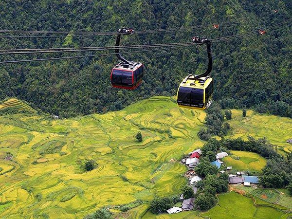 ベトナム最高峰3143mのファンシーパン山登頂&少数民族定期マーケット訪問サパ1泊2日ツアー