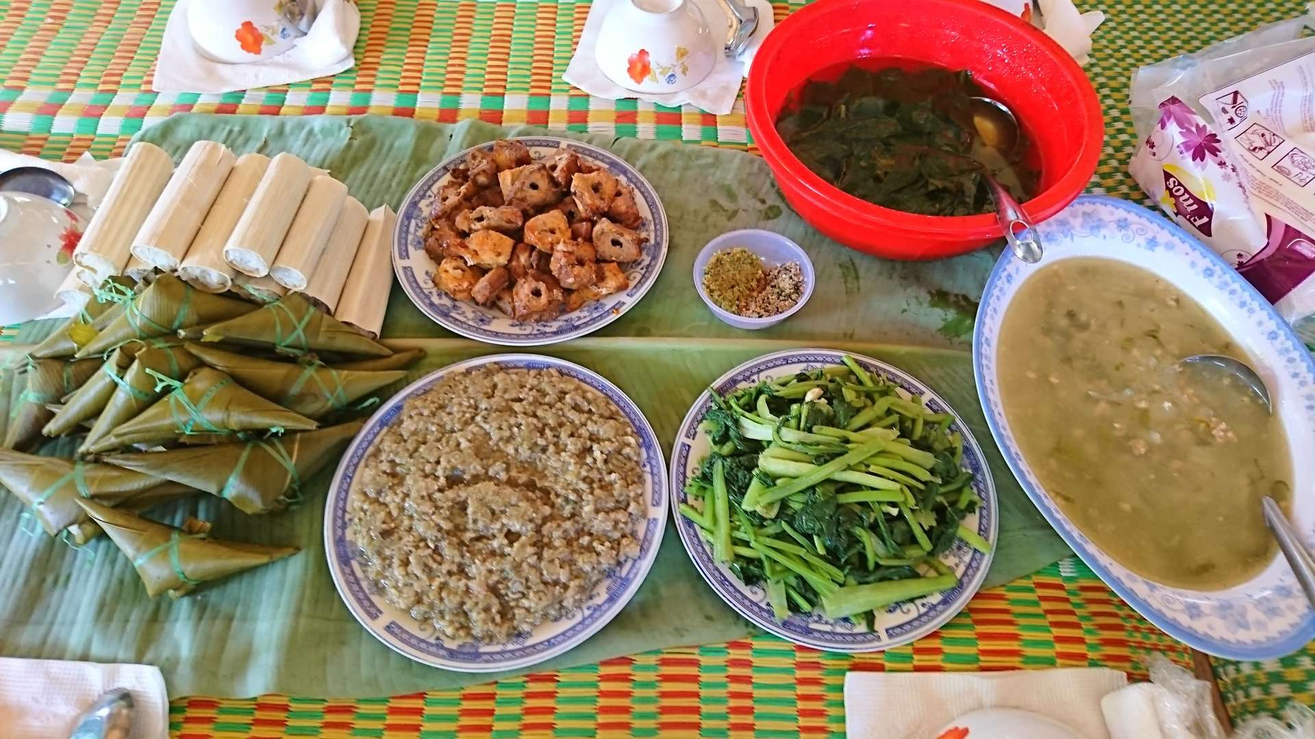 一日:ベトナム中部少数民族カトゥー族に会いに行くツアー(昼食付)