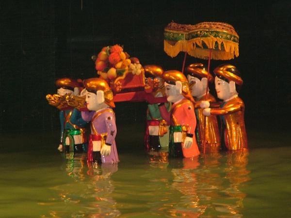 一番人気の日帰りツアーと人気ナイトツアーの組み合わせ! 大河メコンデルタクルーズ+水上人形劇観賞&サイゴン川ディナークルーズ