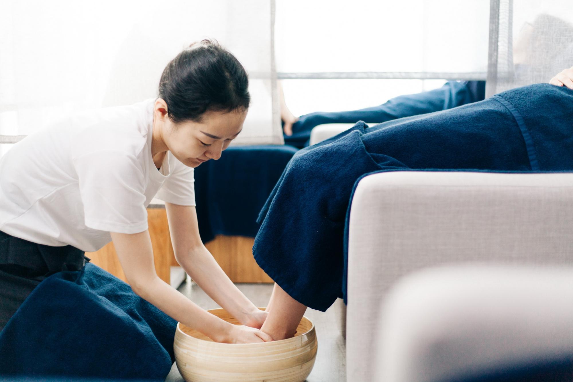 18:00発:スパ(Imai Ami The Spa/FOOT RELIEF 75分)&夕食:ベトナム料理(CHI HOA)+空港送迎