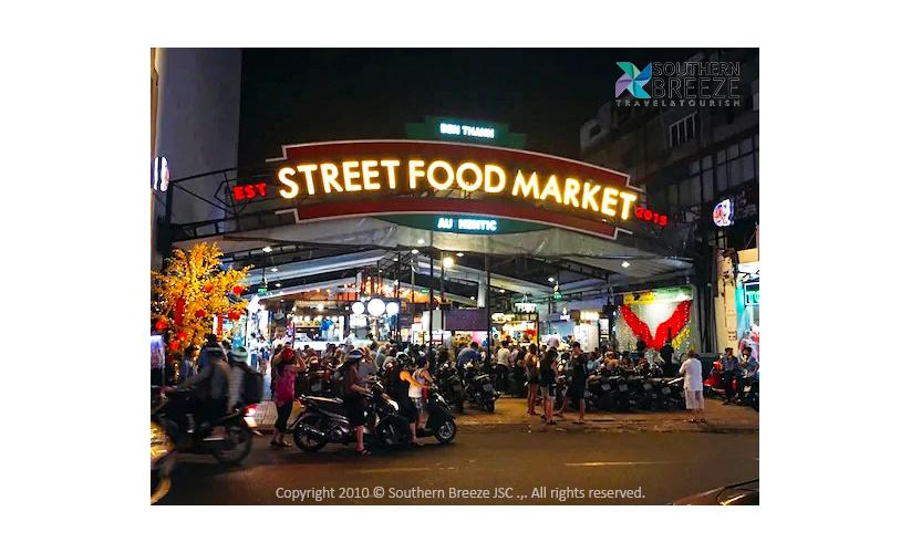 夕刻:豪華ラグジュアリーバスでホーチミン夜景ツアー(Ben Thanh Street Food Market、49階SAIGON SKYDECKにて360度のパノラマ夜景観賞、50階のバーにてお好きなドリンク1杯サービス)※フードマーケットでのご飲食代は含まれません。