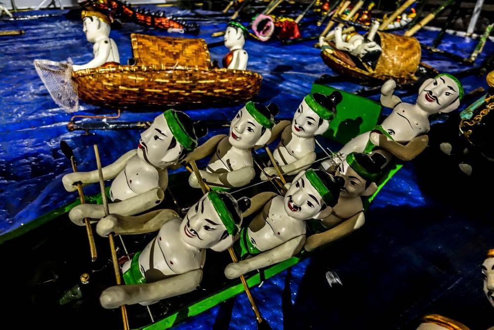 15:00発:夕暮れホイアン観光と伝統芸能水上人形劇観賞(ホイアン名物料理の夕食付き)※水上人形劇の開催日は、月・火・木・金・土曜日です。