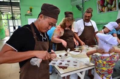 新規ツアー!人気レストラン「マダムラン」での夕食+ダナン夜景スポットハン川クルーズ、ニャチャン発チョコレート作り体験付きツアー、ダナン及びシェムリアップのホテルプロモーション等のご案内